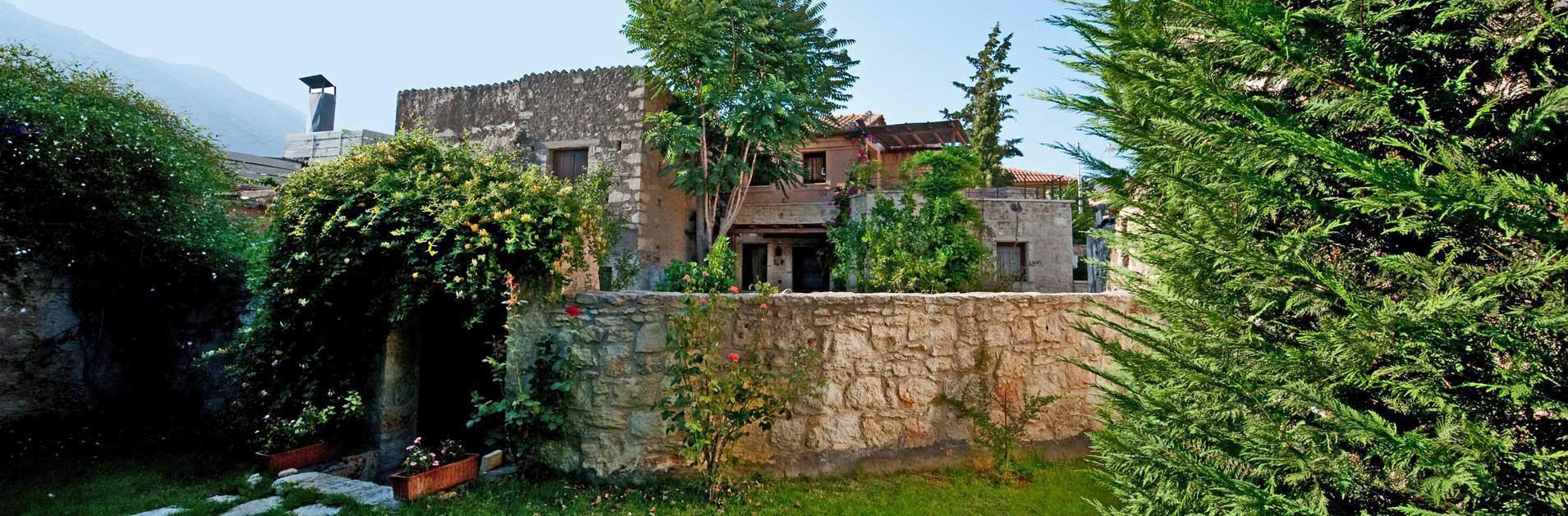 Trois villas traditionnelles