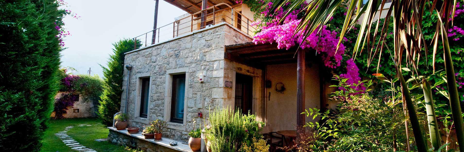 Drei traditionelle Villas